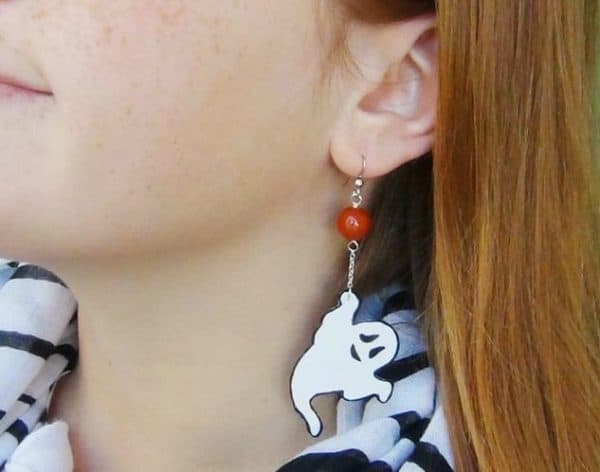For Halloween 2017, upcycle plastic to make these cute ghost earrings.
