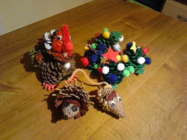 Make these Pinecone Ideas with your kids and have lots of fun for the holidays!