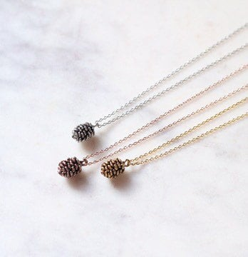 Pinecone Ideas like these pinecone ideas edged in rose gold are a wonderful gift idea!