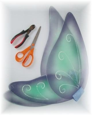 Upcycle Old Costumes Into This Fairy Wings Wreath! Home & décor Recycled Plastic