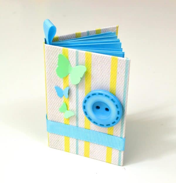 Make Upcycled Mini Notebooks: DIY Video Tutorial! Diy video tutorials Recycling Paper & Books
