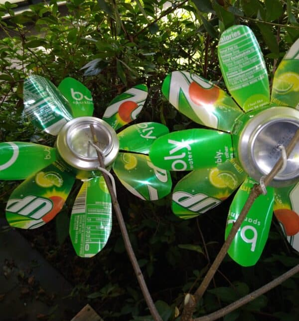 Recycled Drink Cans Into Decorative Flowers Garden Ideas Recycling Metal