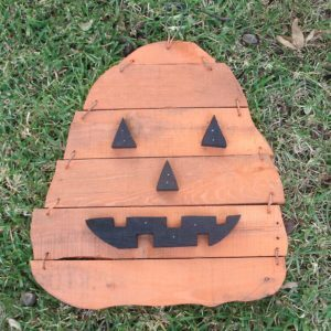 2013-Pumpkin-H-Pallet-Wood-on-grass-034