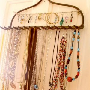 Eco-DIY-rake-jewelry-organizer