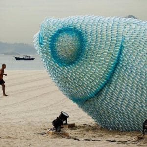 giant-fish-made-from-plastic-bottles-rio20-botafogo-beach-2