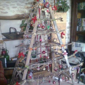 ladder-christmas-tree-recyclart