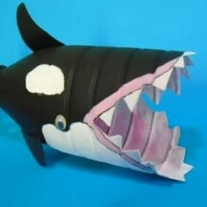 recyclart.org-how-to-make-a-orca-whale-from-a-plastic-bottle