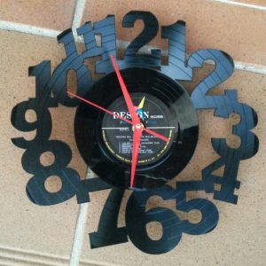 recyclart.org-upcycled-12-vinyl-record-wall-clock