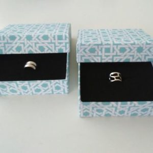 recyclart.org-upcycled-jewelry-holder-cardboard-boxes-for-great-gift-giving-01